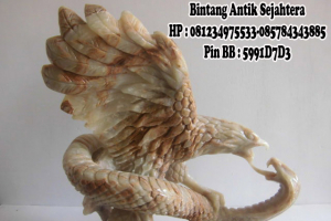 Patung Garuda Cobra Tarung